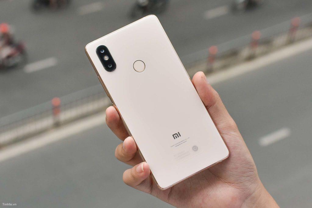 Тыльная сторона Xiaomi MI8 SE