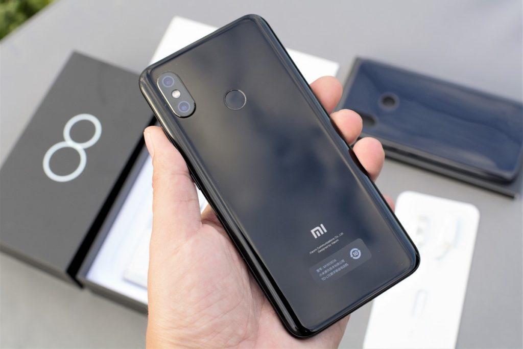 Тыльная сторона Xiaomi Mi8