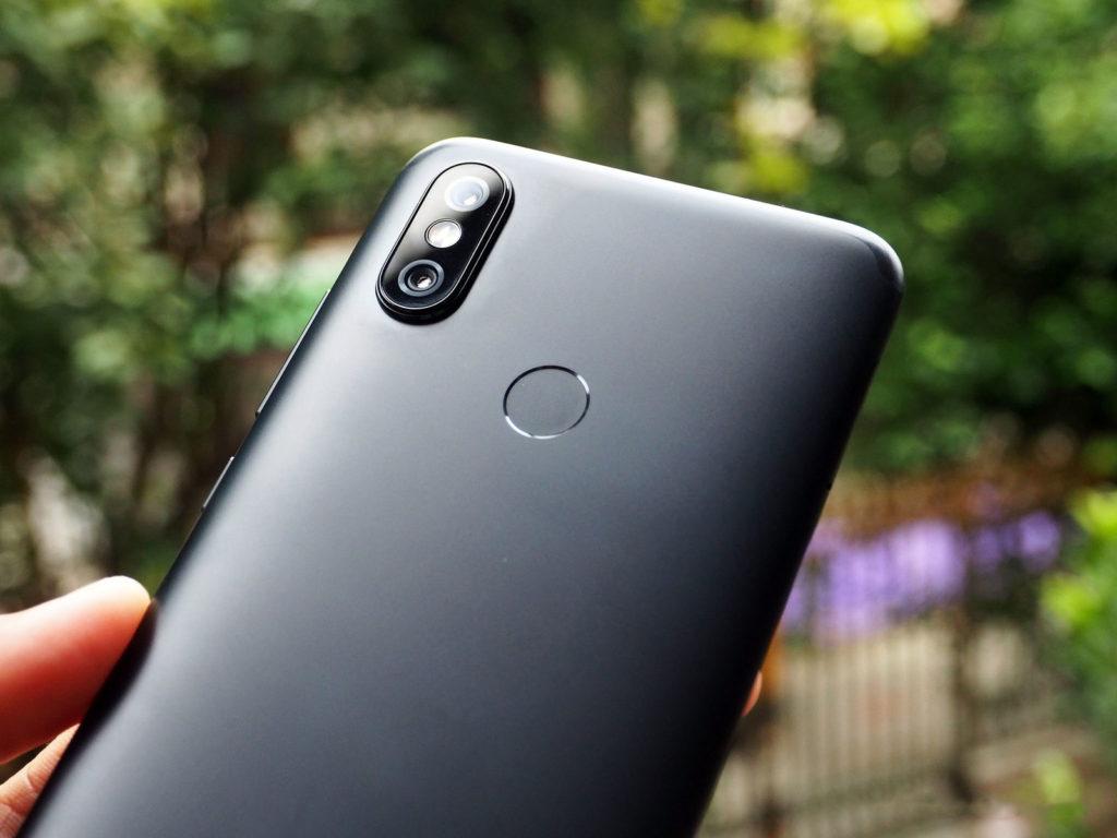Тыльная сторона Xiaomi Mi A2 Android One
